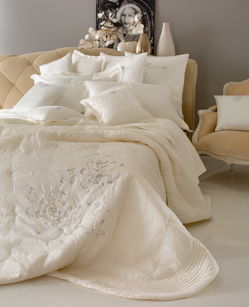 Bedspread Taylor embroidered for double bed