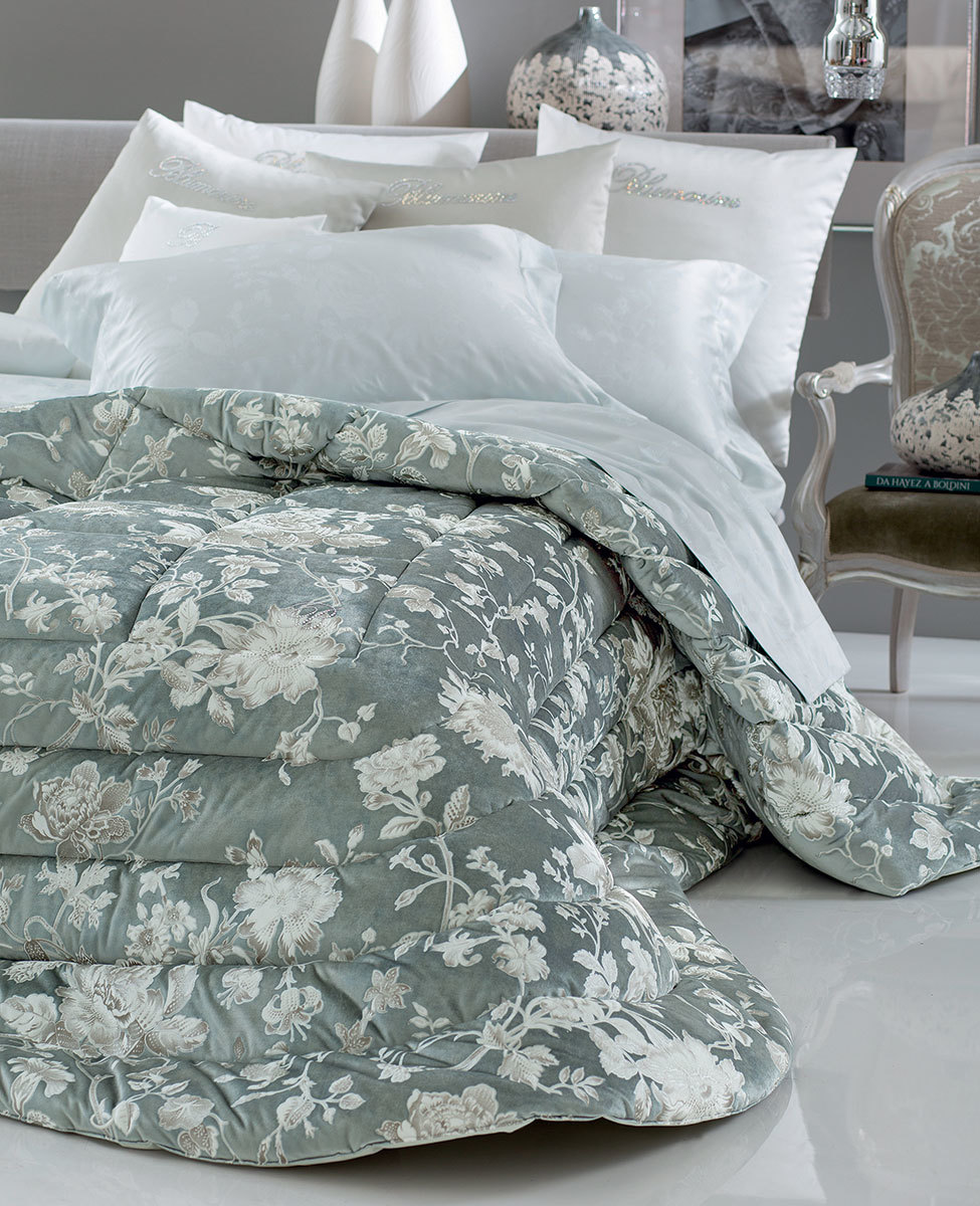 Comforter Regale for double bed